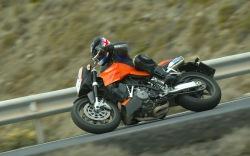 KTM 990 Super Duke lewy bok