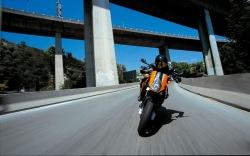 szybka jazda KTM 990 Super Duke