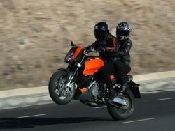 wheelie we dwoje KTM 990 Super Duke