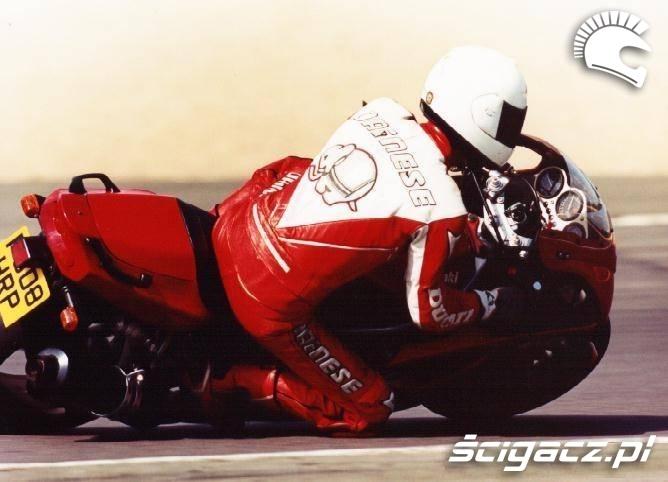 Kawasaki ZX6R red