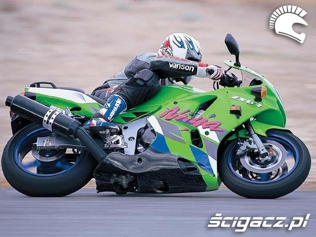 na torze Kawasaki ZX6R