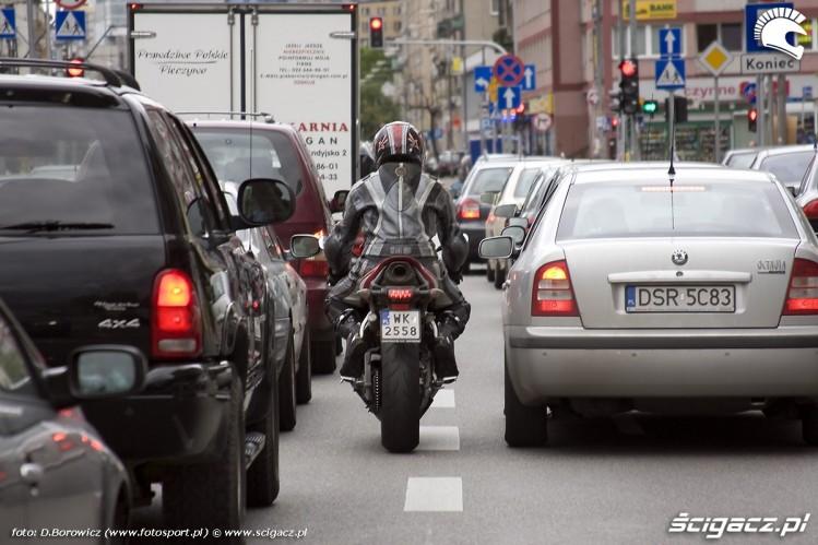 miedzy autami honda cbr600rr c abs 2009 b mg 0071