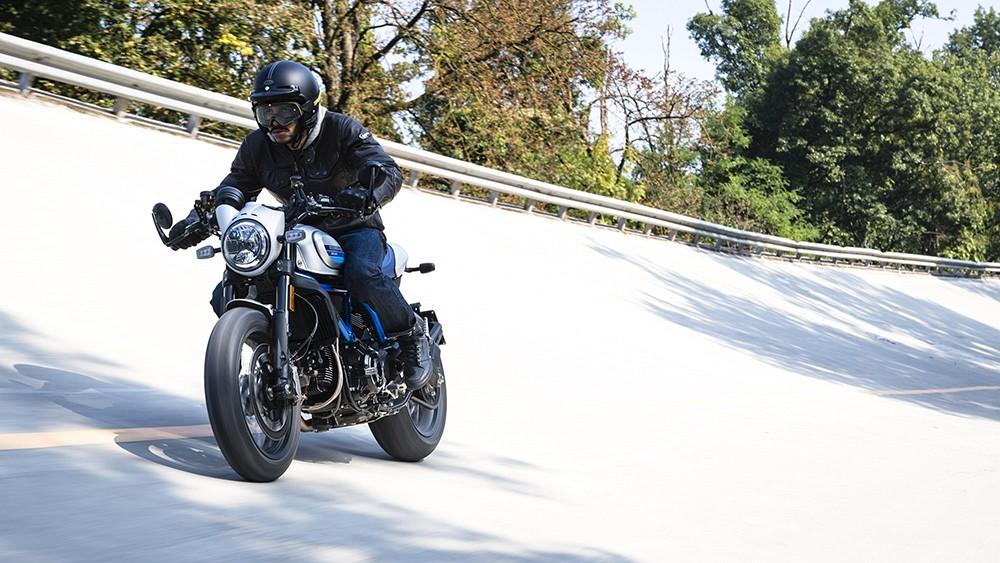 Ducati Scrambler Cafe Racer ambience 01 UC67947 Low