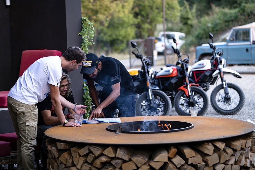 Ducati Scrambler ambience 03 UC67962 Low