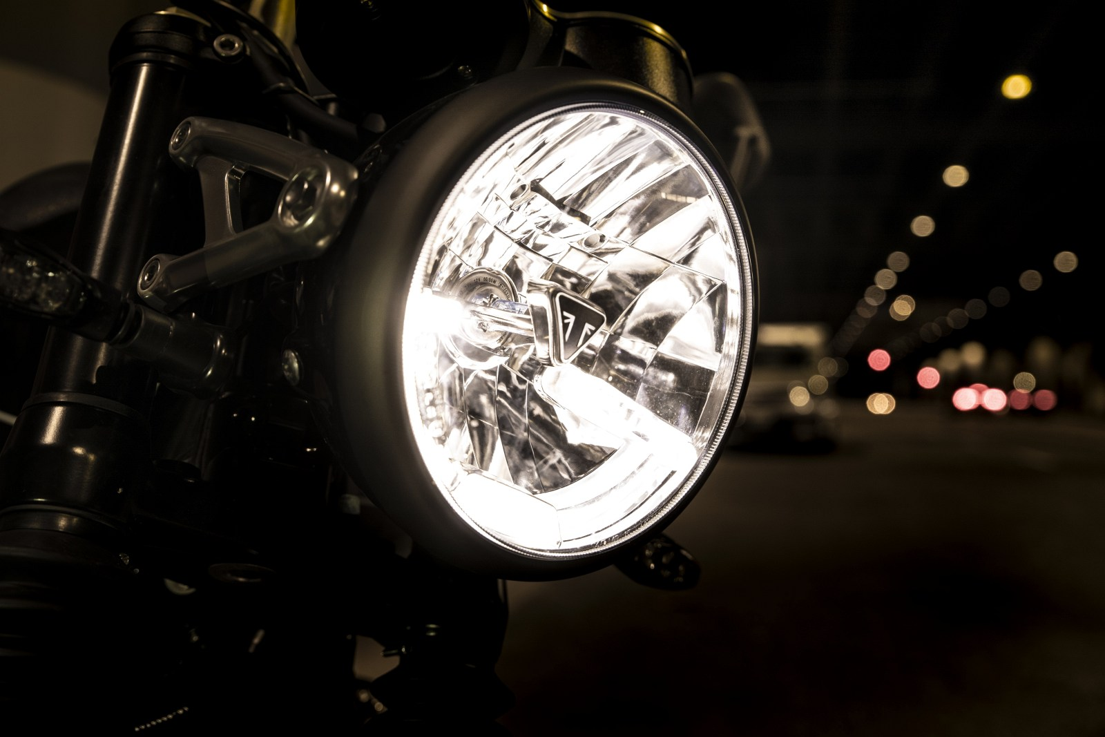 2019 Speed Twin FRONT HEADLIGHT