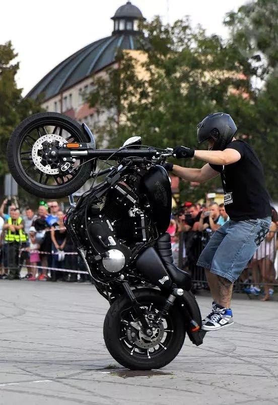 Maciej DOP Harley Davidson Stunt 16