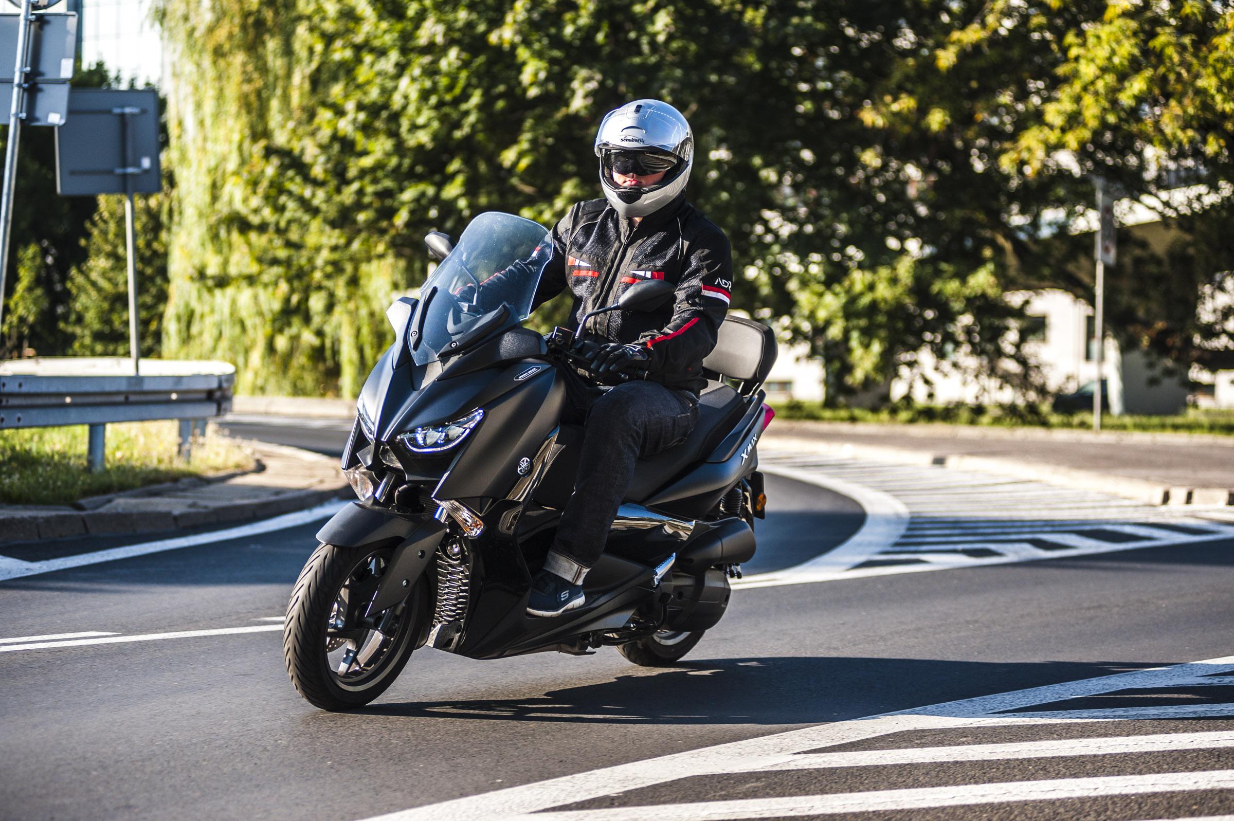 Yamaha Xmax 125 Iron jazda1
