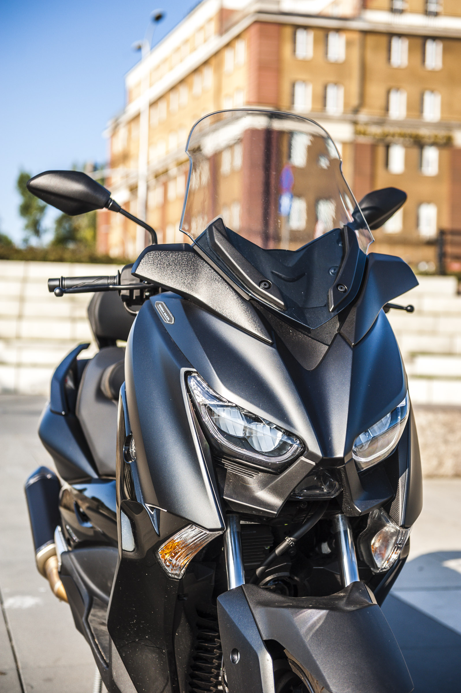 Yamaha Xmax 125 Iron swiatla