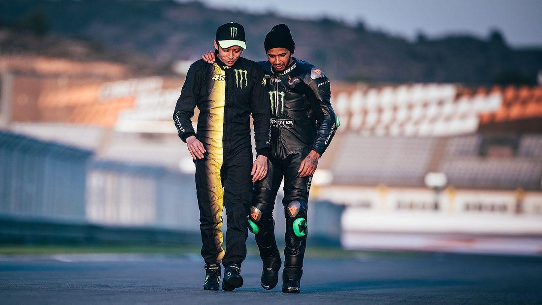 Lewis Hamilton Valentino Rossi Fahrzeugtausch 2019 169FullWidth fc2fb954 1655925