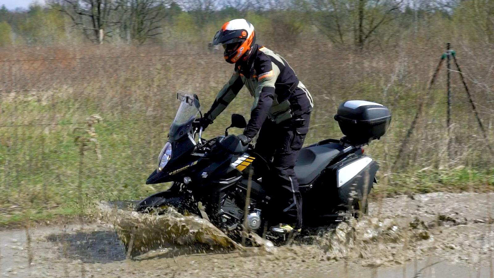 02 Suzuki DL 650 XT bloto