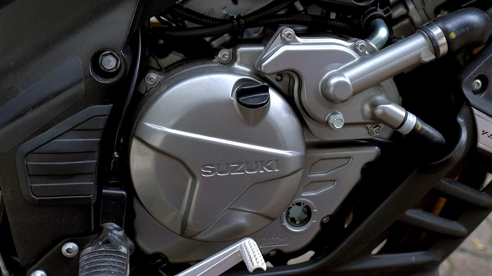 23 Suzuki DL 650 XT silnik