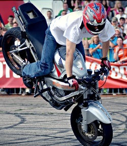 Stunter13 stoppie 2