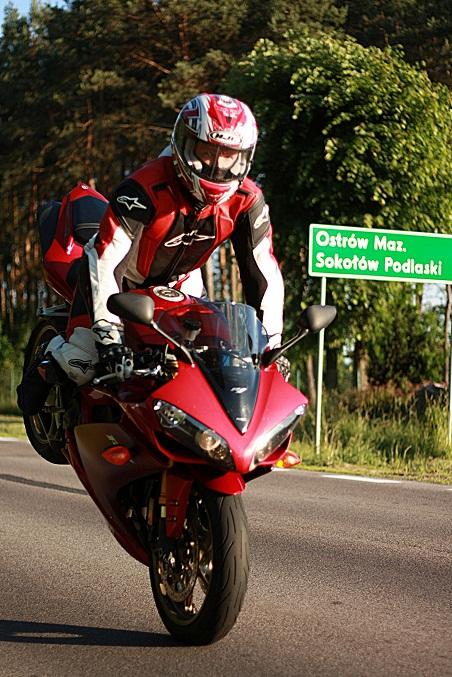 Zdjęcie » mx555 » Yamaha R1 stoppie