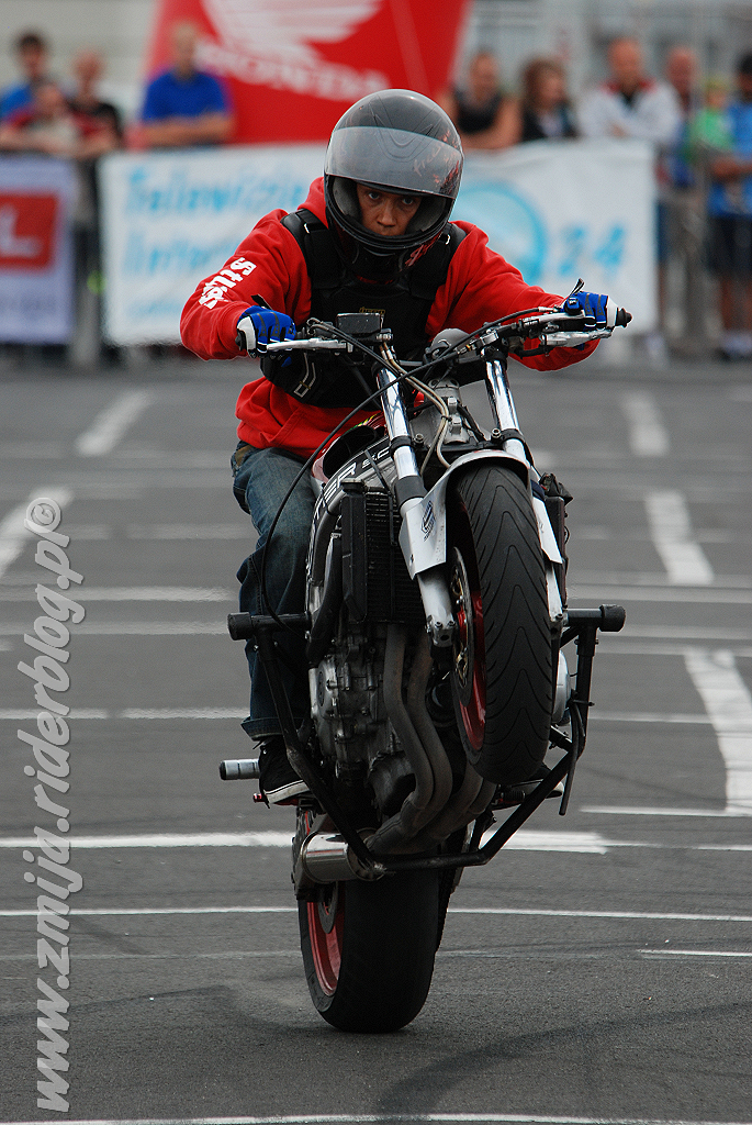 Stunter13 wheelie